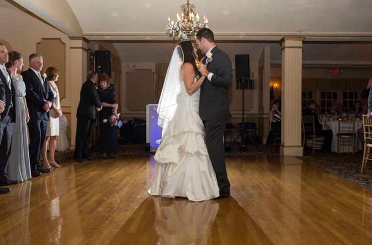 Bride & Groom Dancing 03
